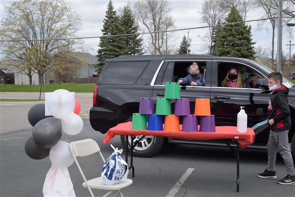 Shirley Hills Hosts Drive-Through Carnival